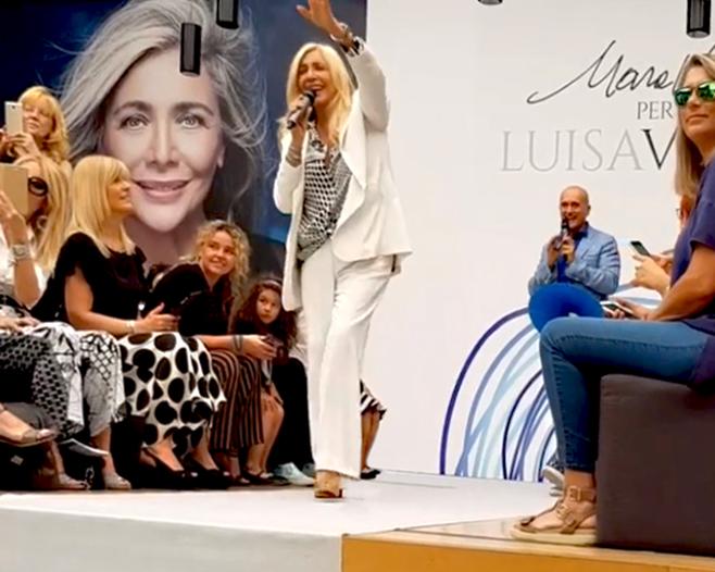 new style 8f782 b9987 Mara Venier festeggia la sfilata della sua linea per Luisa ...