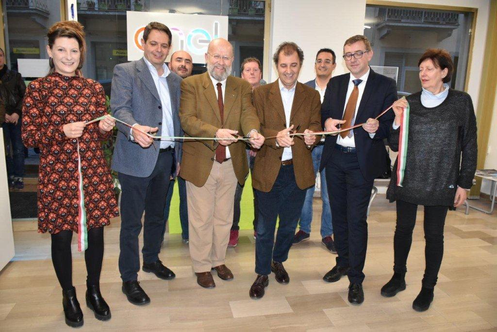 Inaugurato Il Nuovo Negozio Enel A Boves Www Ideawebtv It Quotidiano On Line Della Provincia Di Cuneo