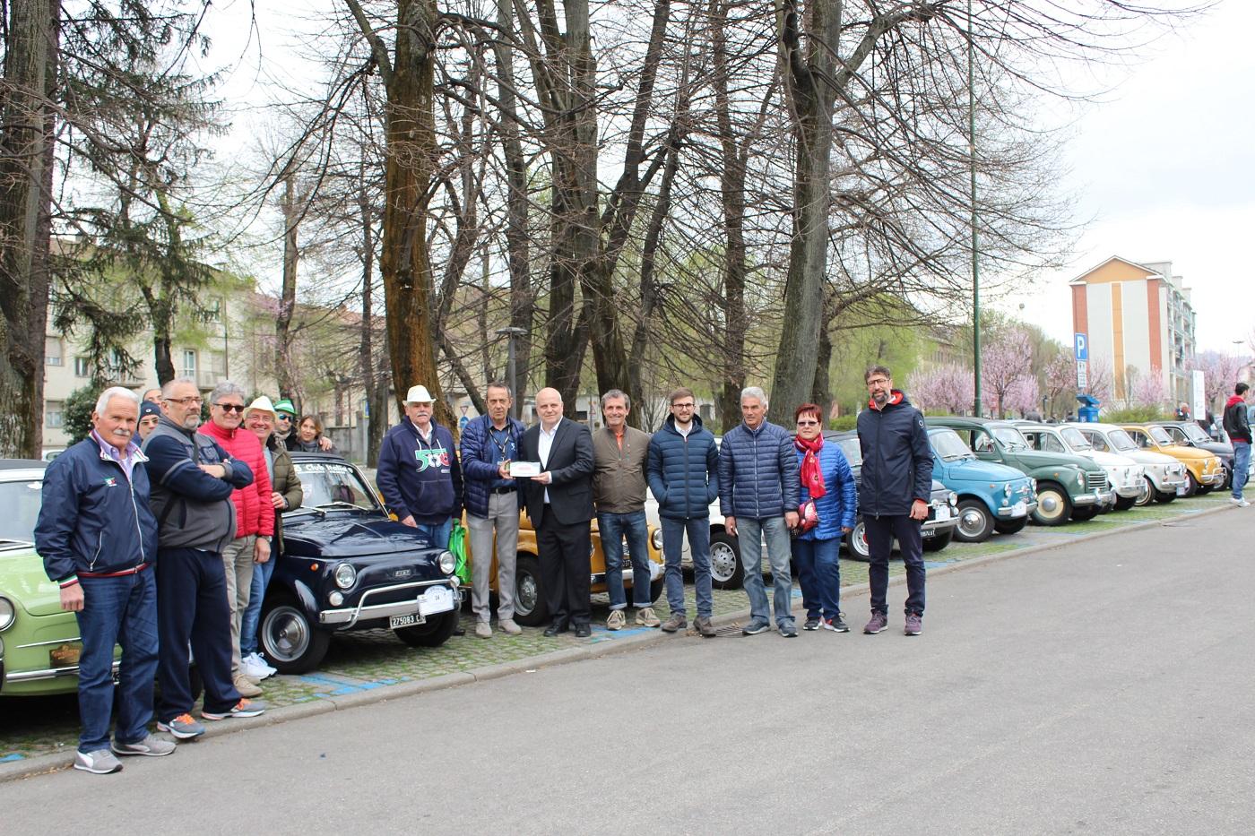 Calendario Raduni Fiat 500 2020.Alba Record Di Storiche Fiat 500 In Citta Per 62 Anni 500
