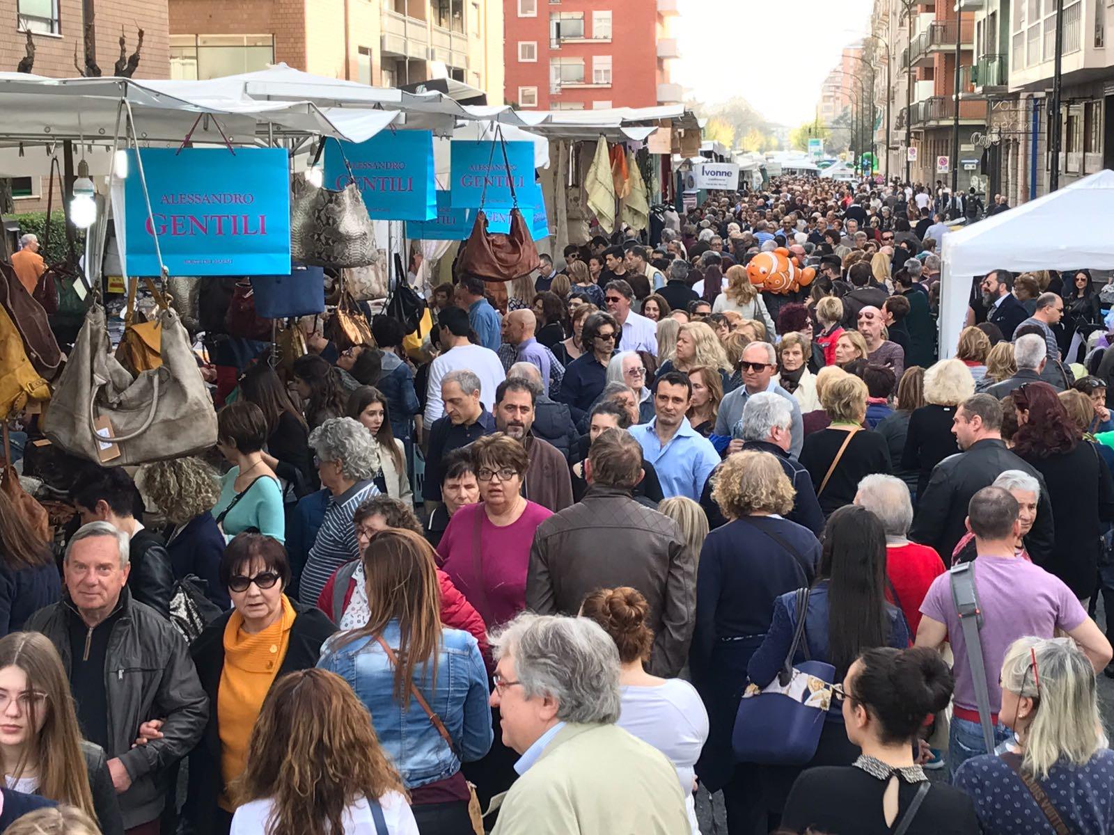Calendario Mercato Forte Dei Marmi 2020.A Limone Piemonte Fa Tappa Il Mercato De Gli Ambulanti Di