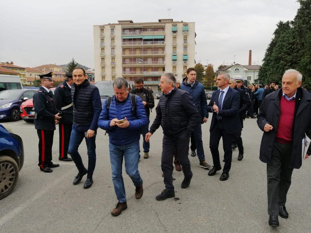 Operai della Mahle di Saluzzo, in protesta davanti alla Burgo, si confrontano con il Presidente Cirio (FOTO e VIDEO) - IdeaWebTv