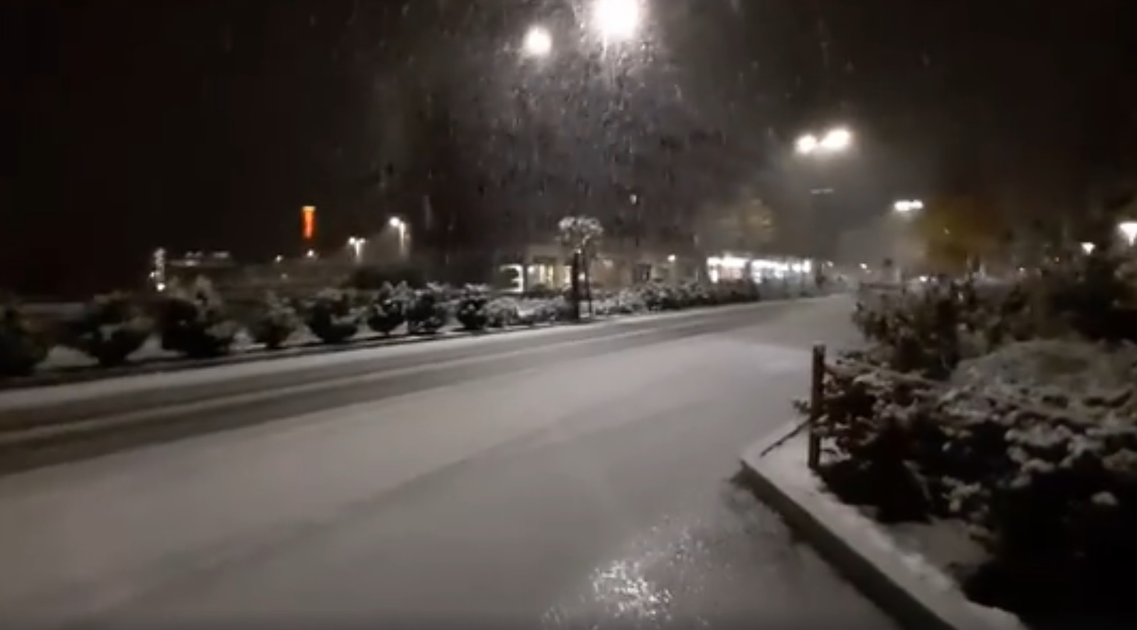 Meteo: la neve è arrivata anche nel centro di Alba (GUARDA IL VIDEO) - IdeaWebTv
