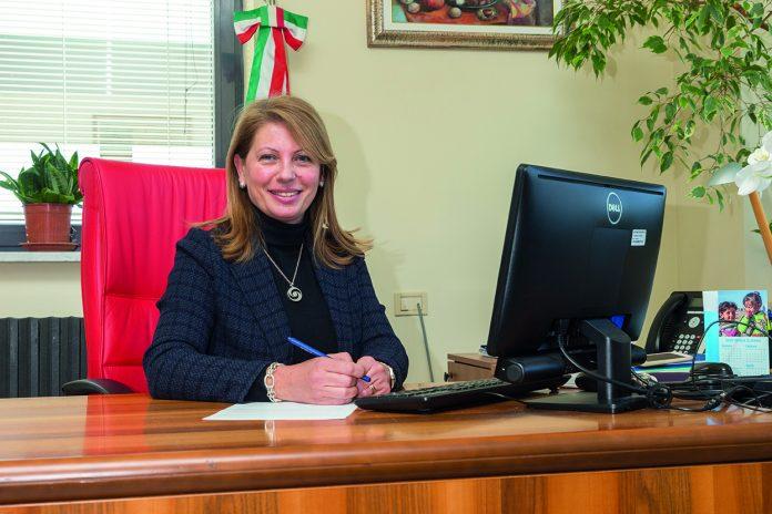 La donna che guida il mondo della scuola in Granda - www ...